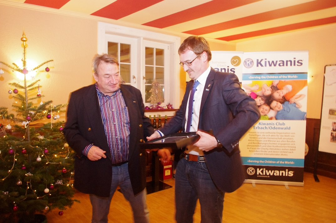 Kiwanis_CentennialAward_Manfred_04